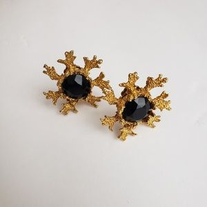 Vintage Gold Tone Setting Black Clip On Earrings